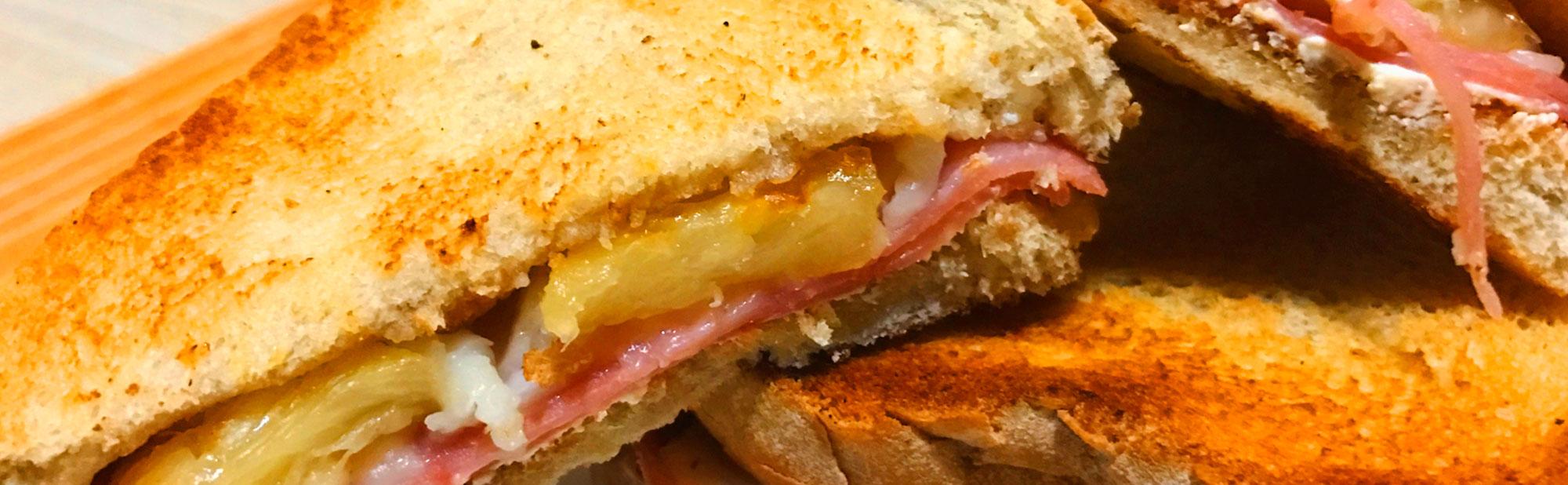 La Antojadera | Sandwich Hawaiano