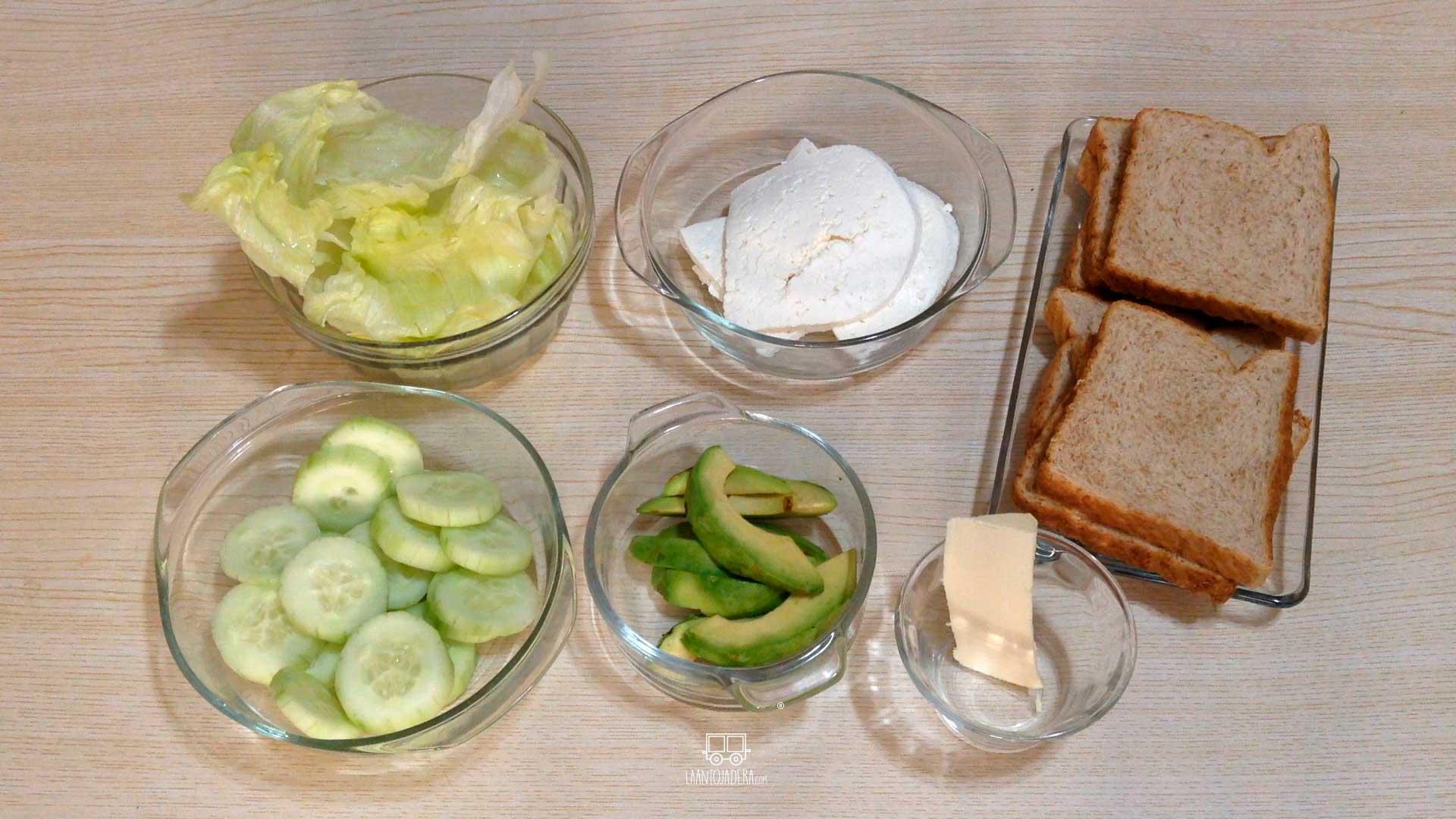 La Antojadera | Sandwich de Queso Panela con Aguacate