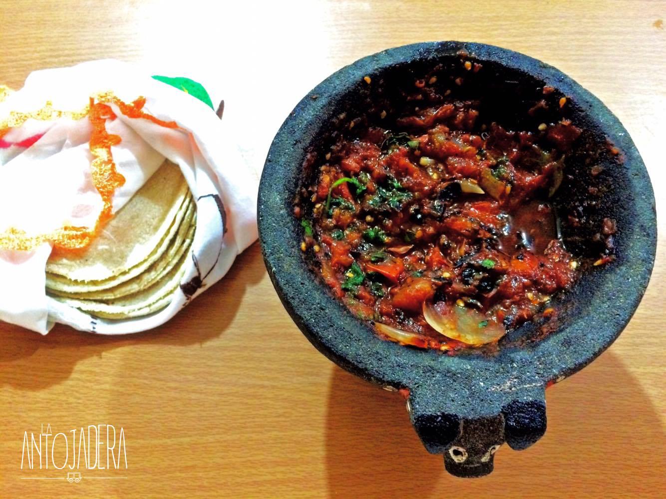La Antojadera | Salsa Mexicana en Molcajete