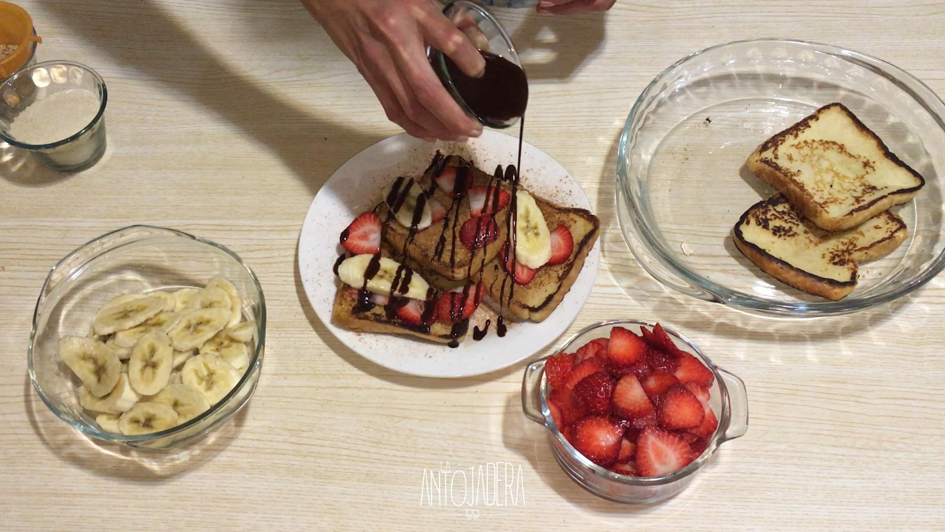 La Antojadera | Pan Francés con Frutas y Chocolate