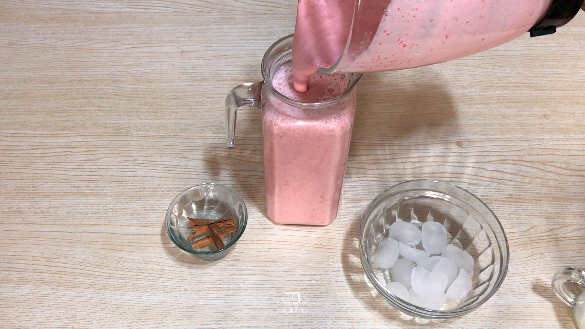 La Antojadera | Agua de Fresa con Leche