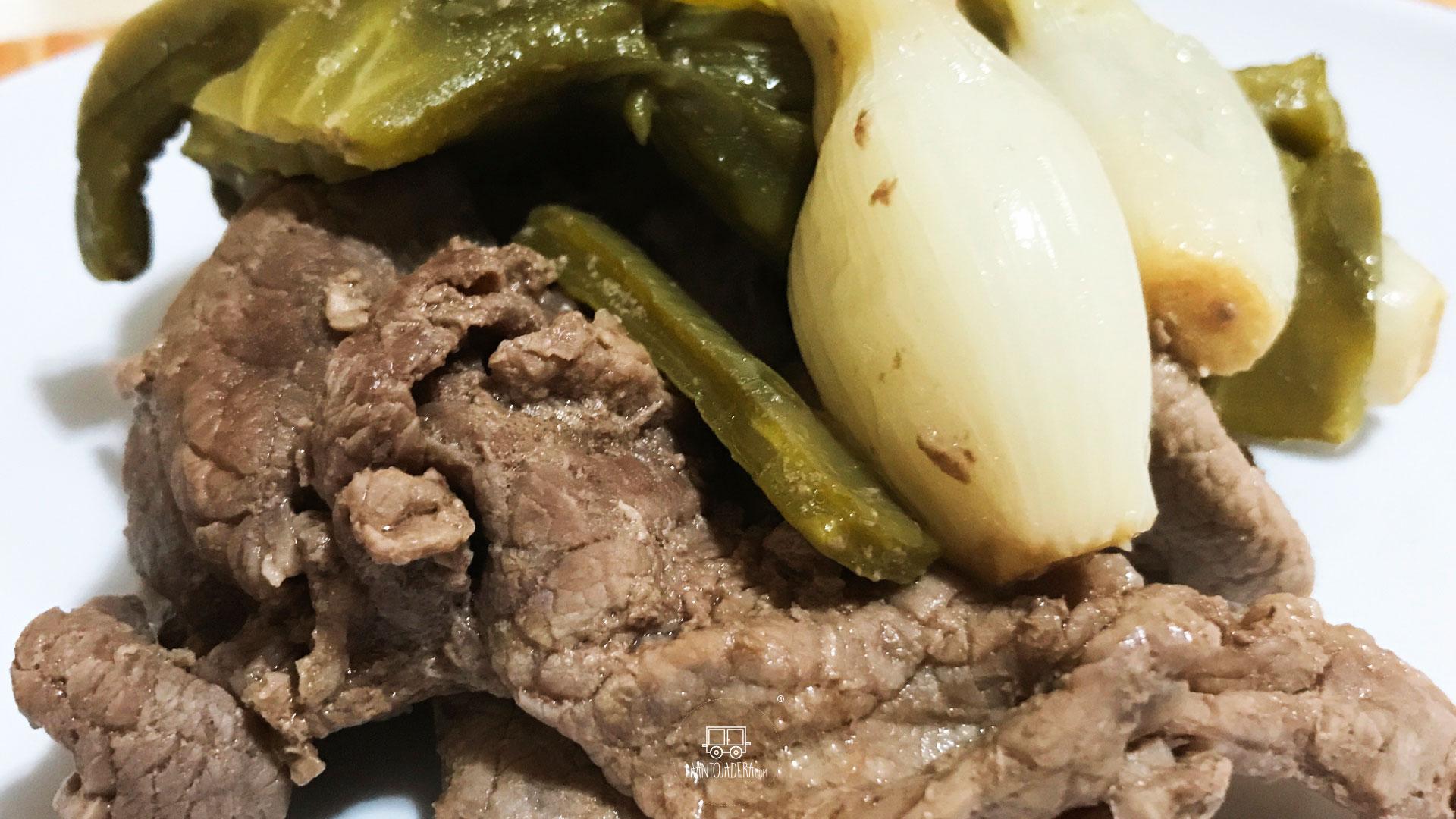 La Antojadera | Bistec de Res con Nopales y Cebolla Cambray