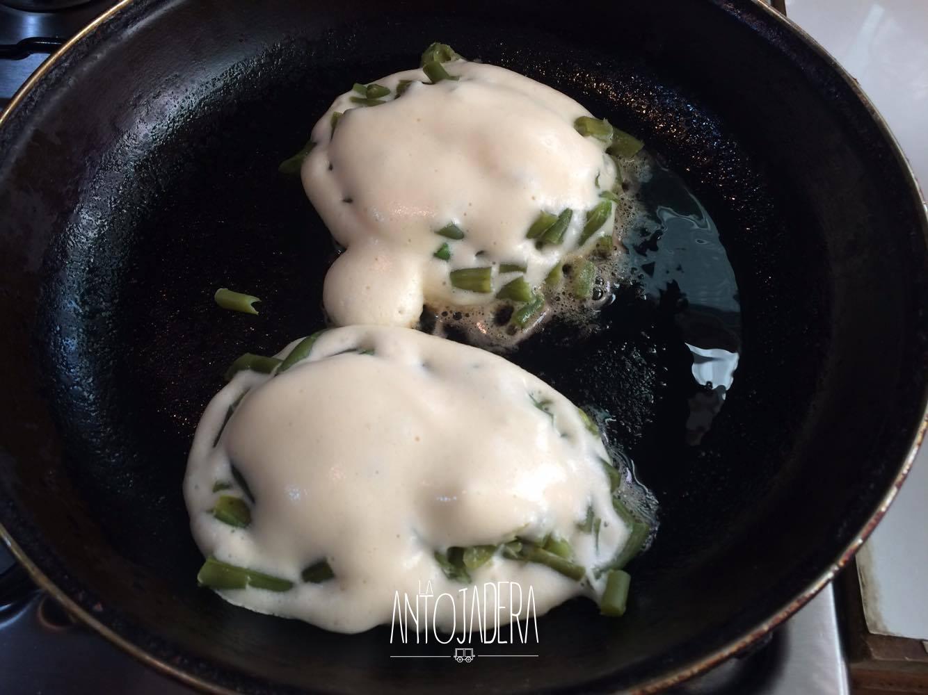 La Antojadera | Tortitas de Ejotes con Huevo en Caldillo de Jitomate