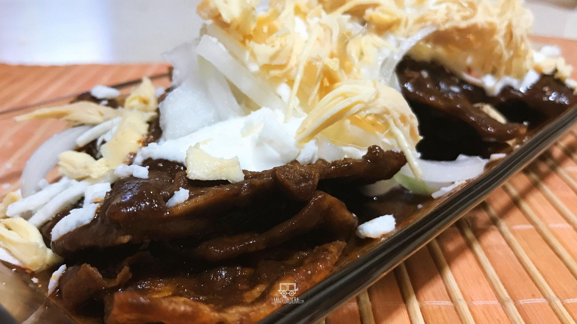 La Antojadera | Chilaquiles de Mole