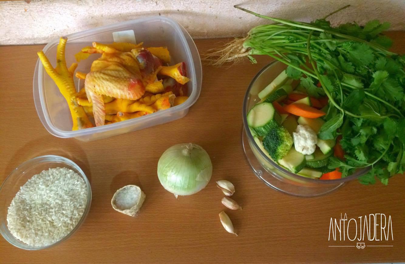 La Antojadera | Consomé de Pollo con Verduras