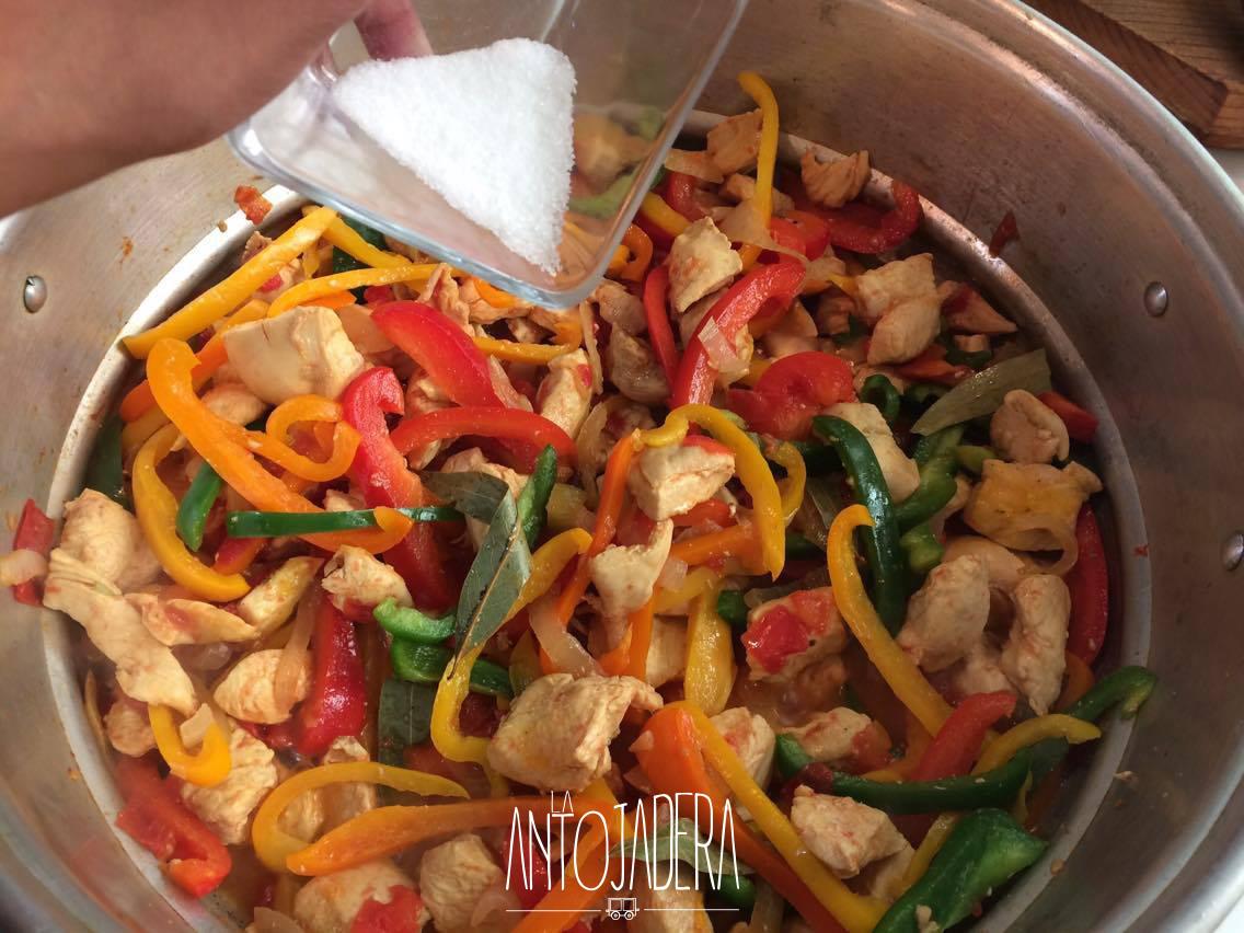 La Antojadera | Cuadritos de Pollo con Pimientos