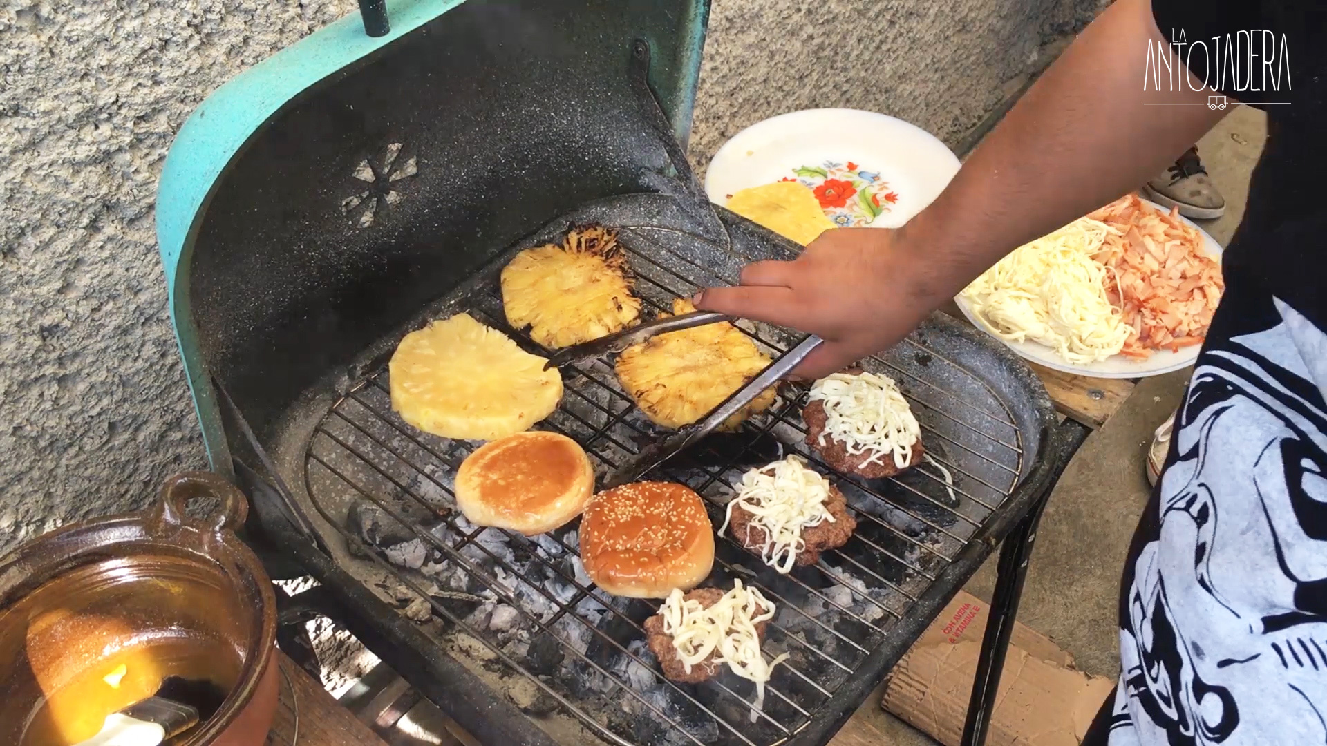 La Antojadera | Hamburguesa hawaiana al carbón