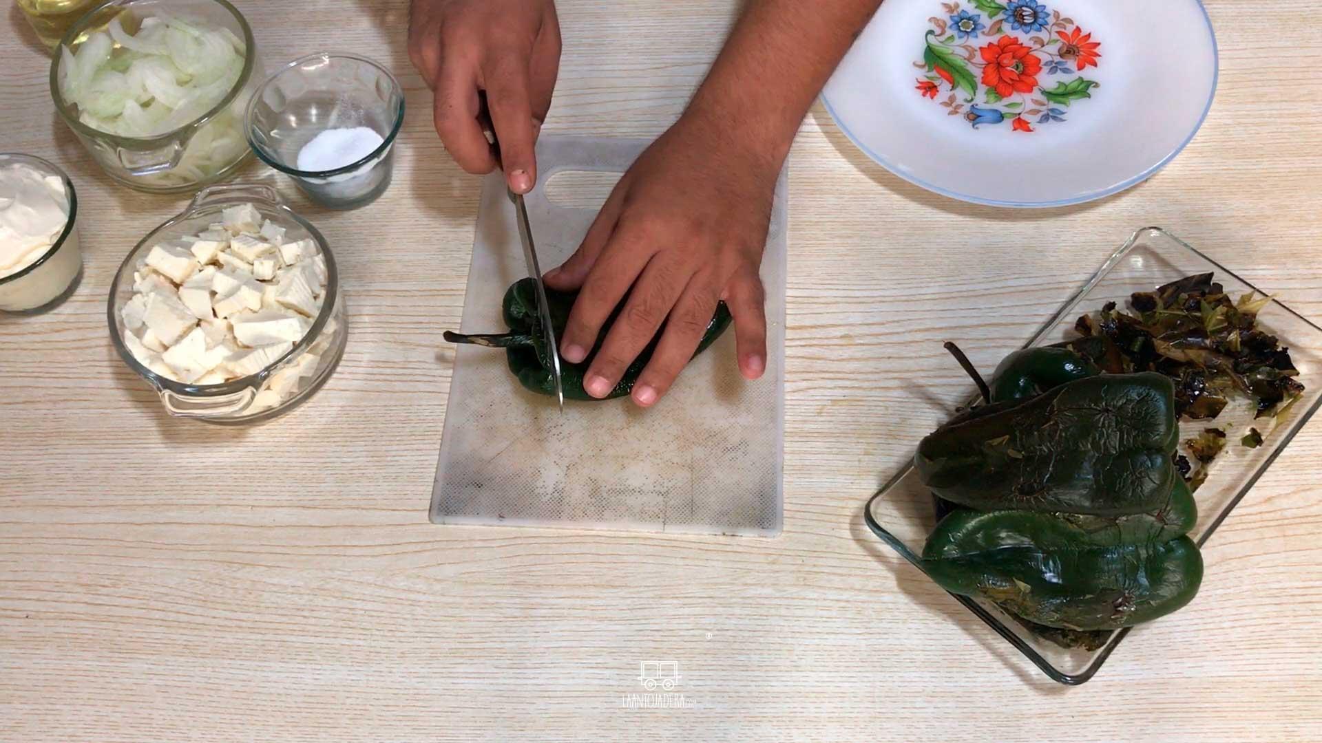 La Antojadera | Rajas con Crema y Queso Panela