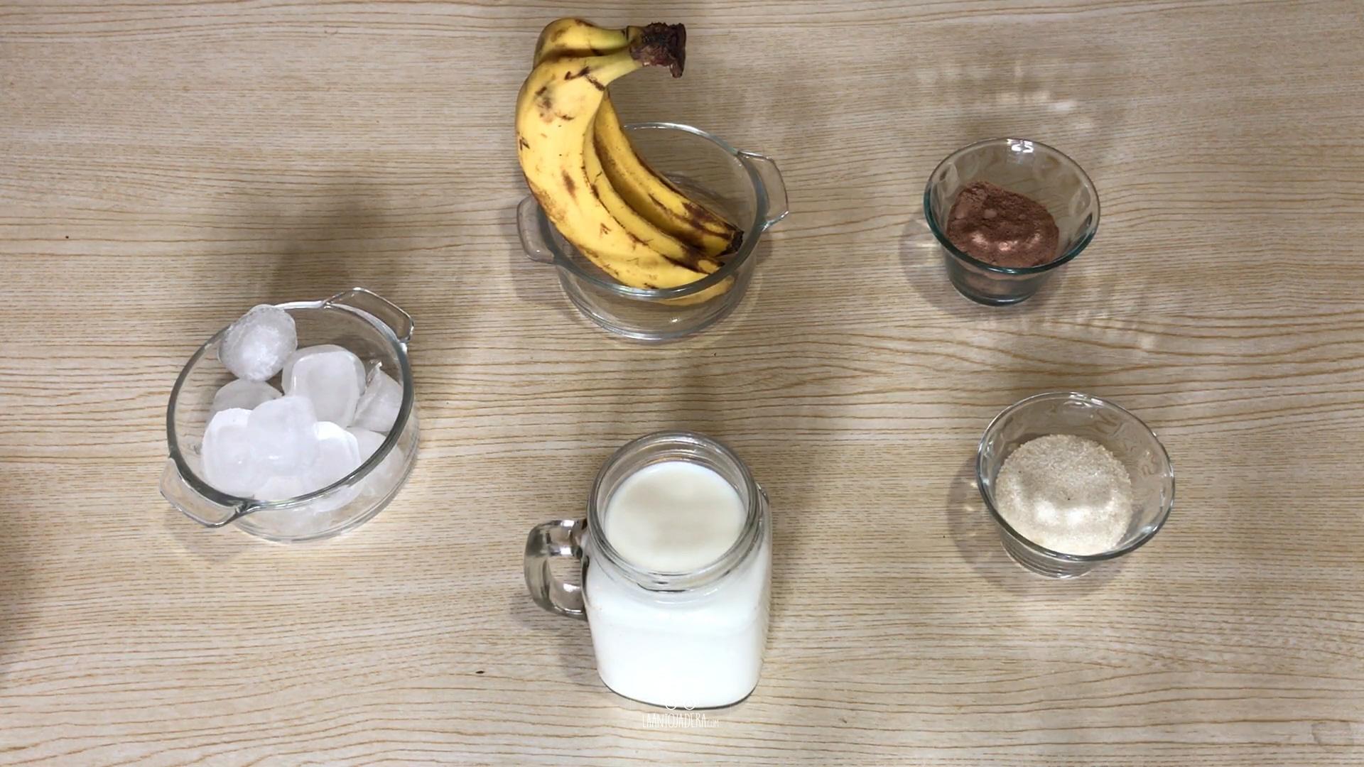 La Antojadera   Licuado de Plátano con Chocolate