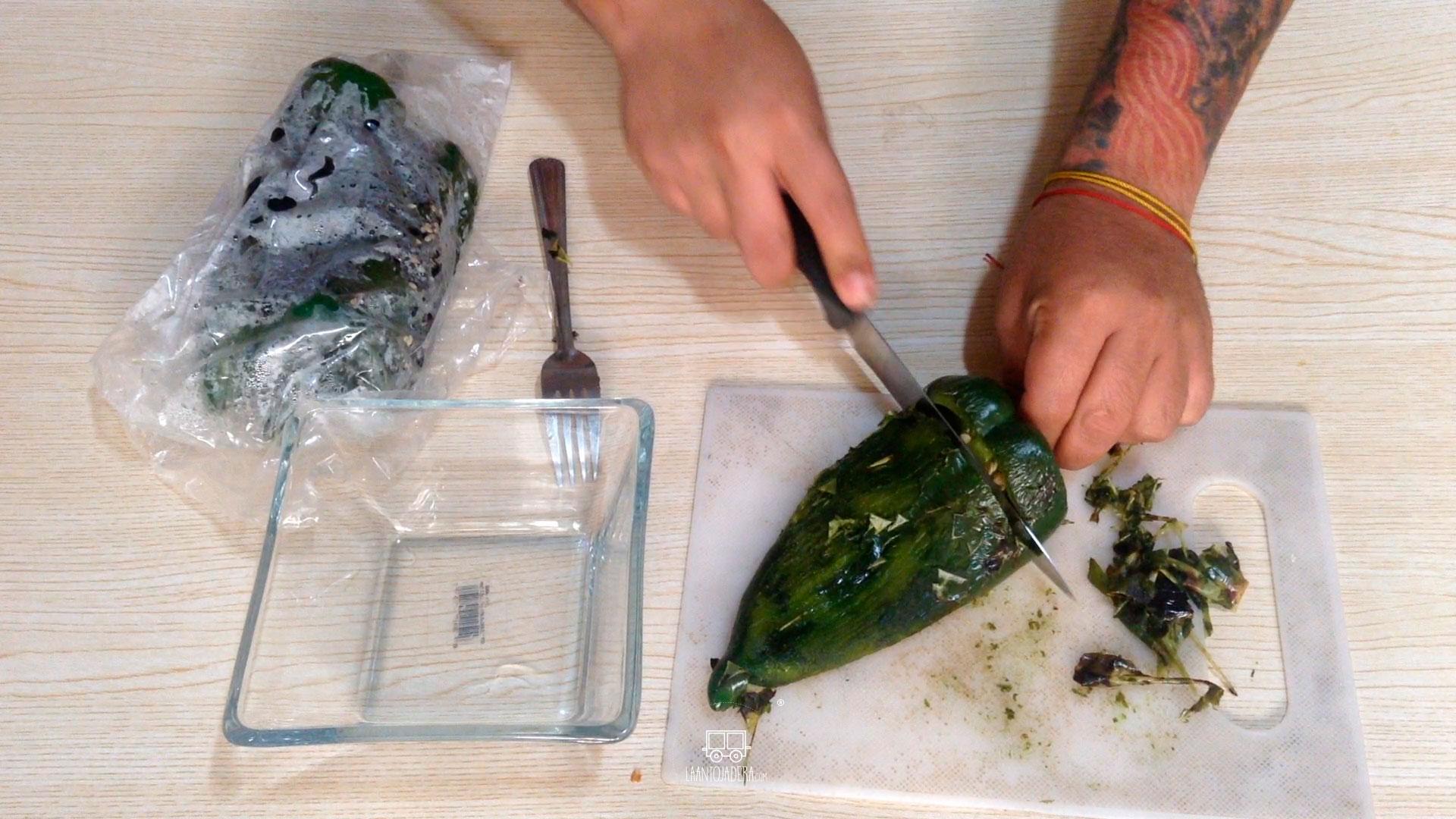 La Antojadera | Queso Fundido con Rajas y Pollo