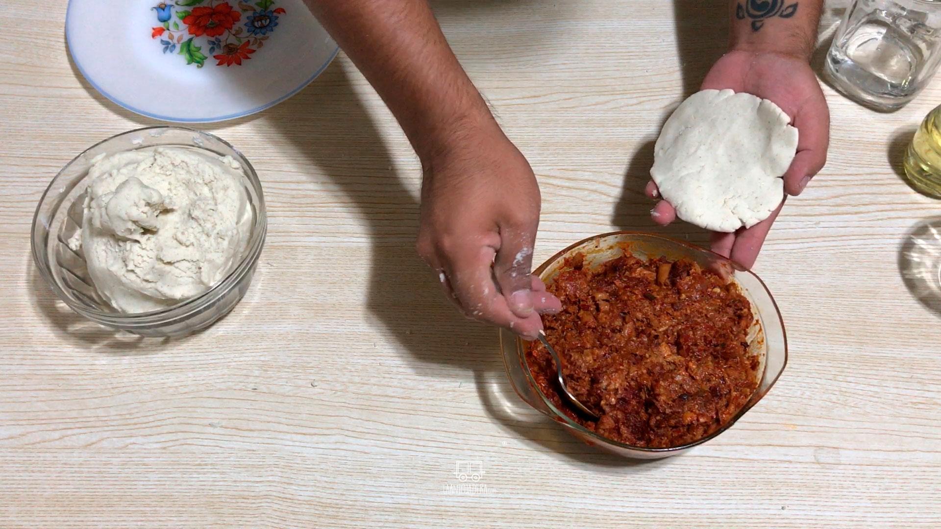 La Antojadera | Quesadillas de Maíz Rellenas de Chicharrón Prensado