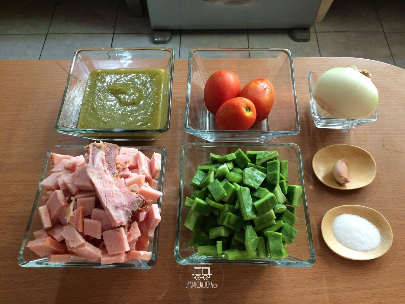 La Antojadera | Chuleta Ahumada con Nopales en Salsa Verde