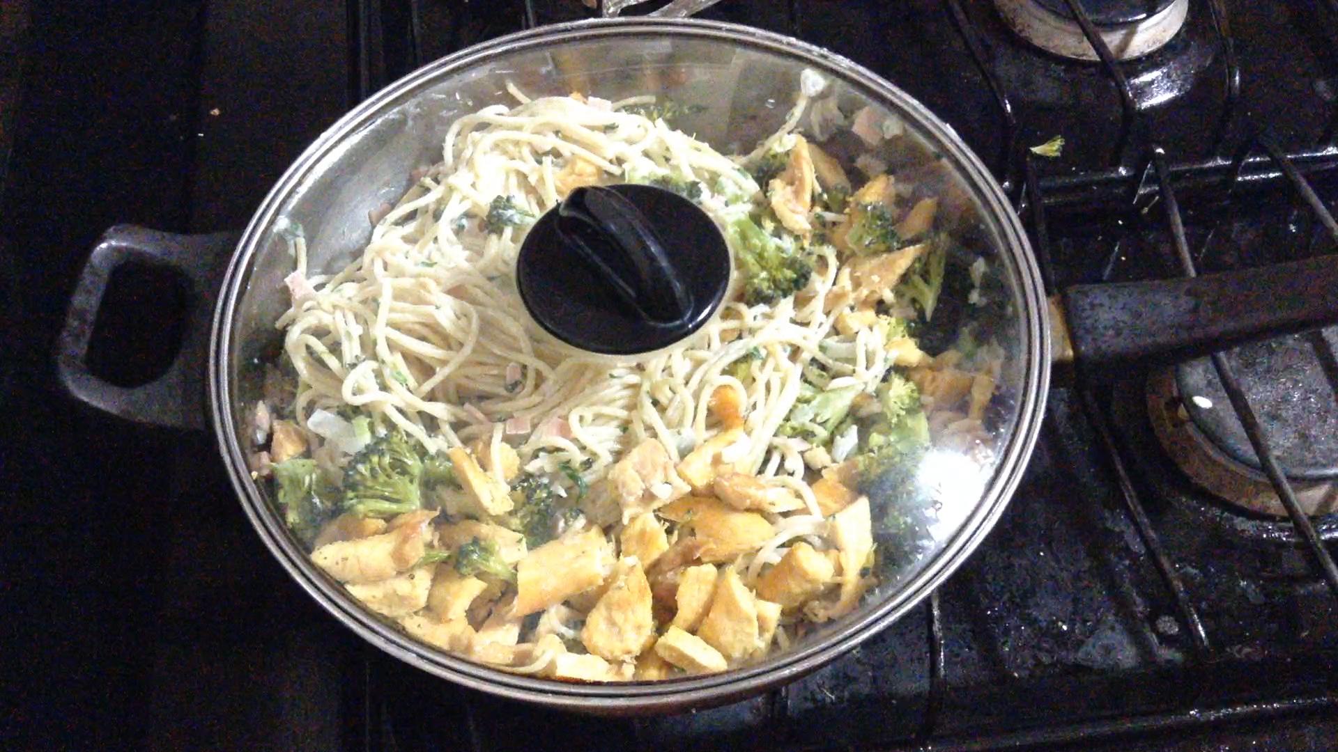 La Antojadera | Espagueti con Pollo y Brócoli