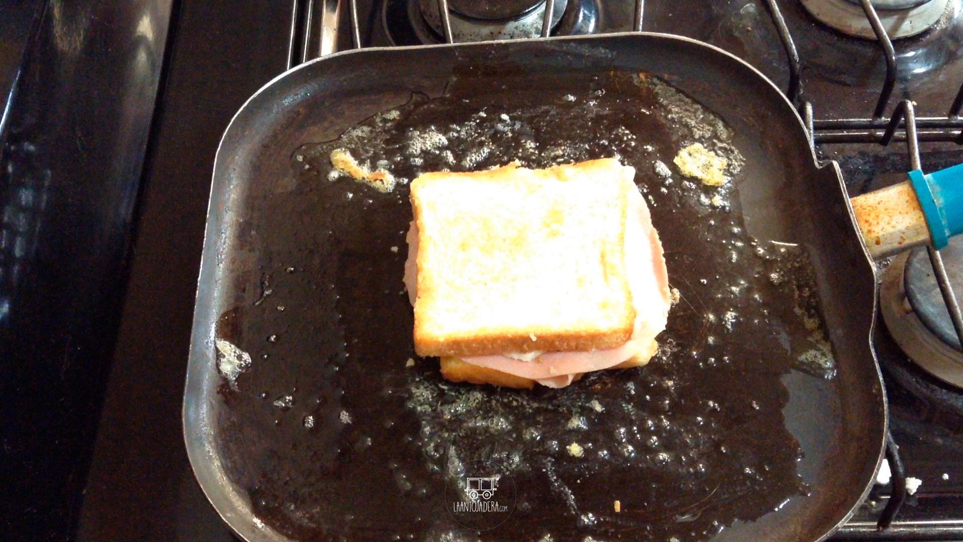 La Antojadera | Sándwich de Queso con Jamón