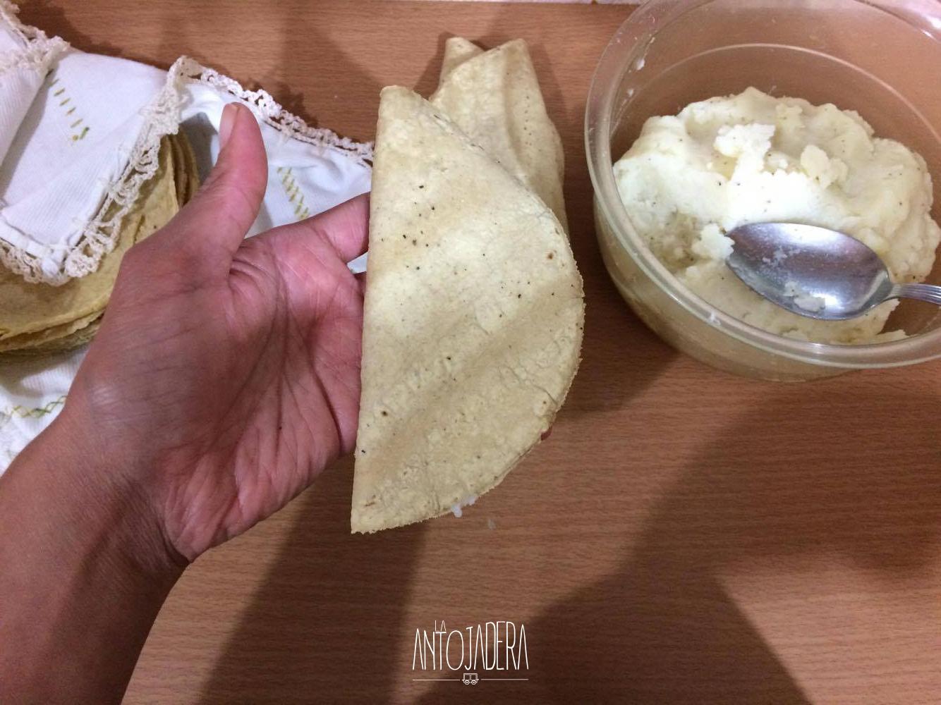 La Antojadera   Quesadillas Fritas de Papa
