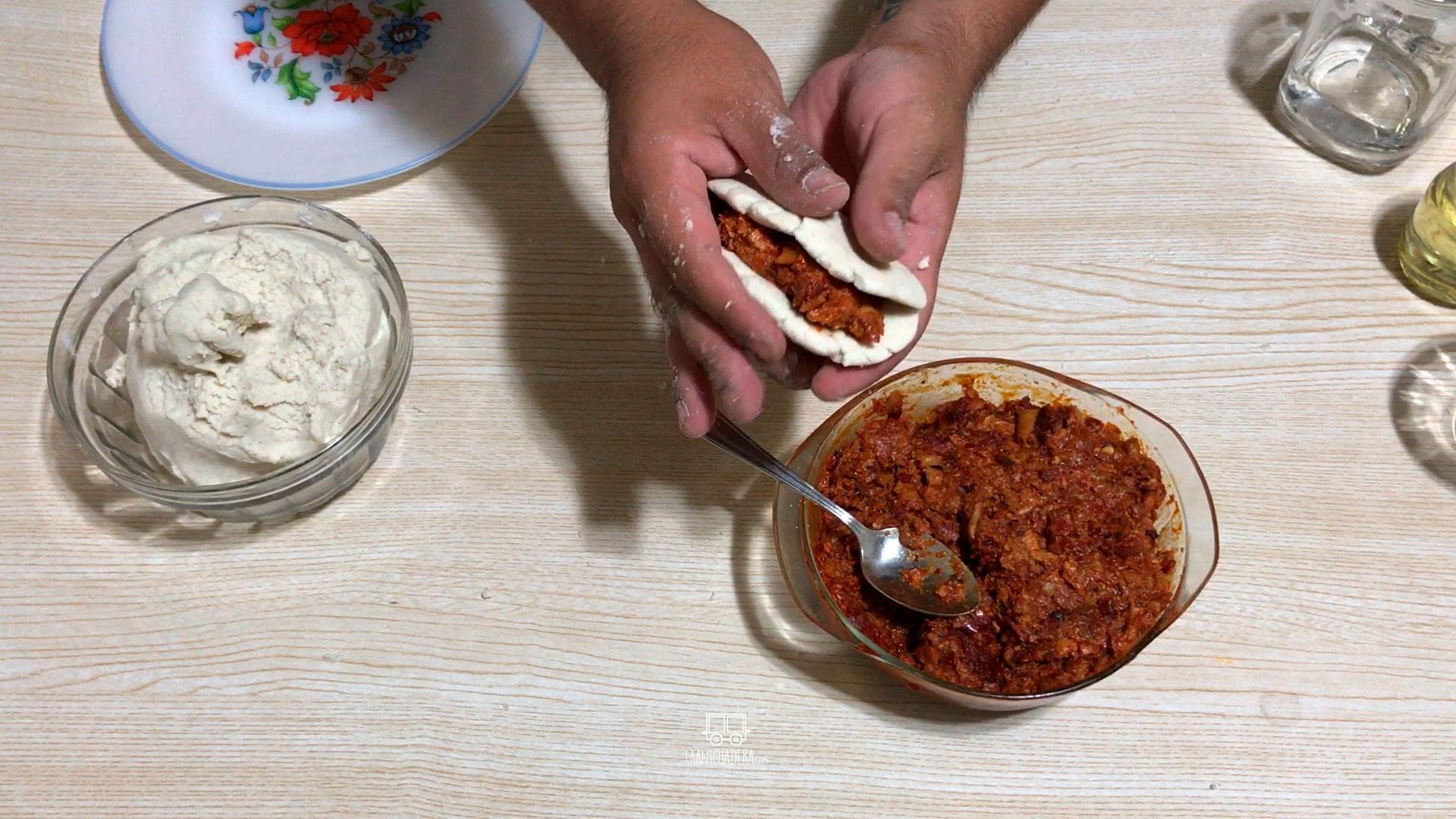 La Antojadera   Quesadillas de Maíz Rellenas de Chicharrón Prensado