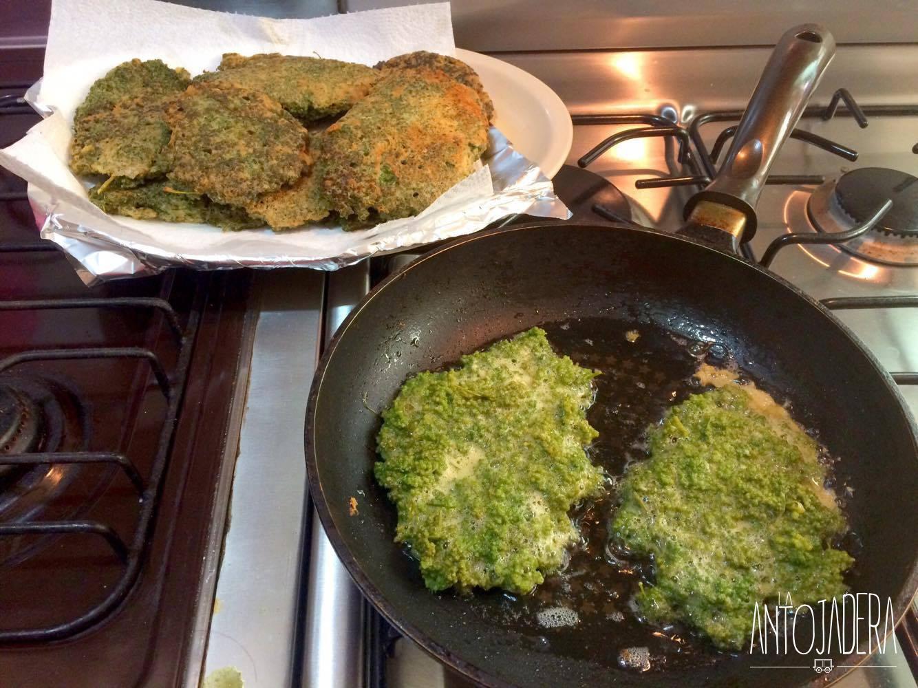 La Antojadera | Tortitas de huazontles en Salsa de Chile Ancho