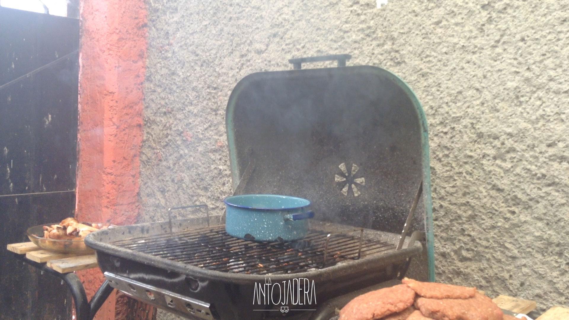 La Antojadera | Hamburguesa Rellena de Queso Oaxaca