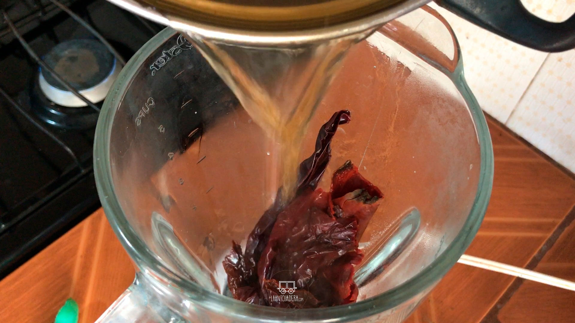 La Antojadera | Sopa de Champiñones con Pollo en Chile Guajillo